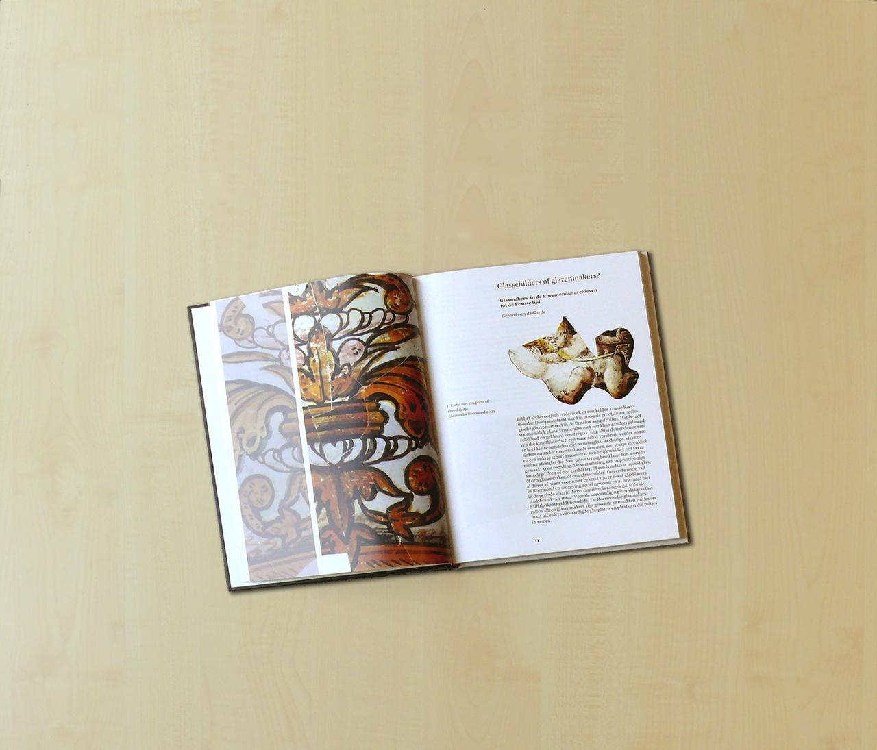 boek-roermond-glazeniersstad-open.jpg